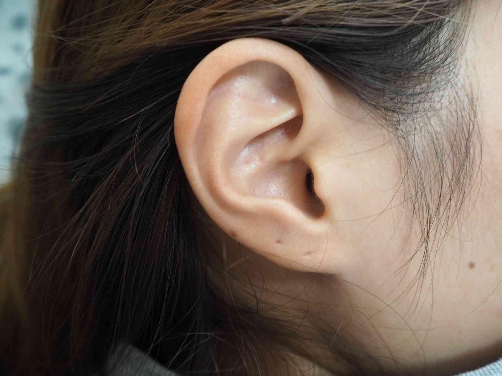 耳 の 近く しこり